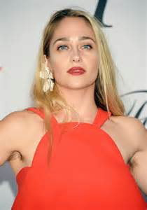 hair vagainas miley cyrus and jemima kirke are making hairy underarms