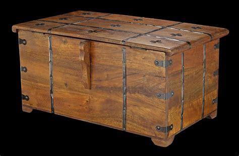 mittelalter truhe mittelalterliche holz truhe mit kassettendeckel und