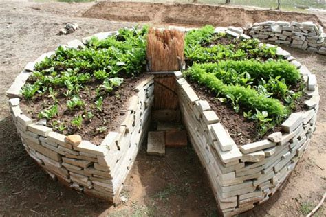 Keyhole Garden Design by 13 Unique Diy Raised Garden Beds Home Stories A To Z