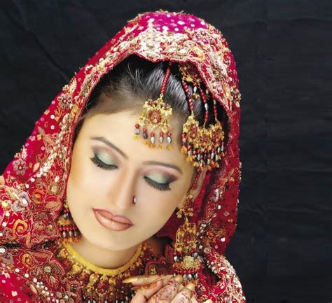 Terbaru Haira Dress Hq by Beautiful And Dulhan Wedding Makeup 2014 2015