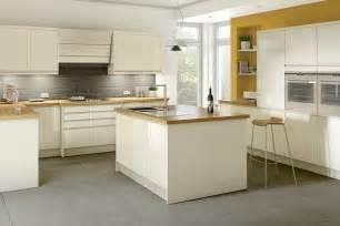 Cream Shaker Kitchen Cabinets by Cream Kitchens Cream Gloss Kitchens Cream Shaker Kitchen
