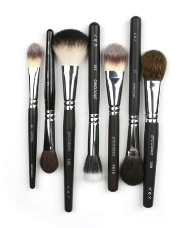 Apieu Edge Cut Foundation Brush piccasso makeup brush selection of blush brushes