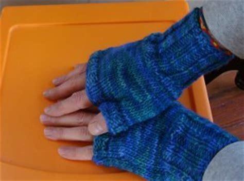 free pattern easy knit fingerless gloves two hour fingerless gloves allfreeknitting com