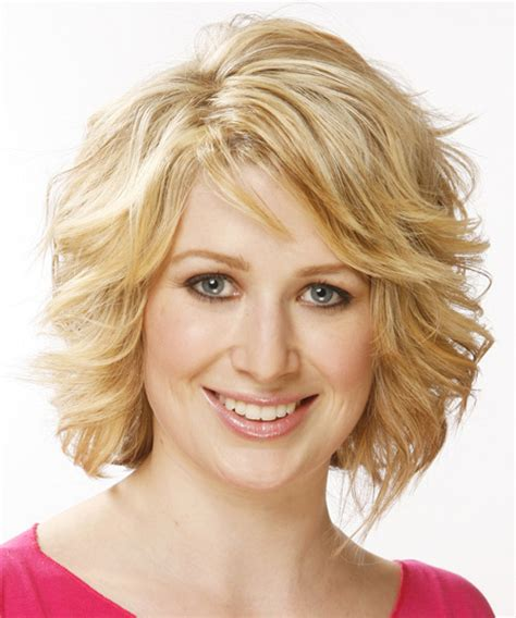 wavy hairstyles mid length with feathered bangs and sides medium length wavy hairstyles