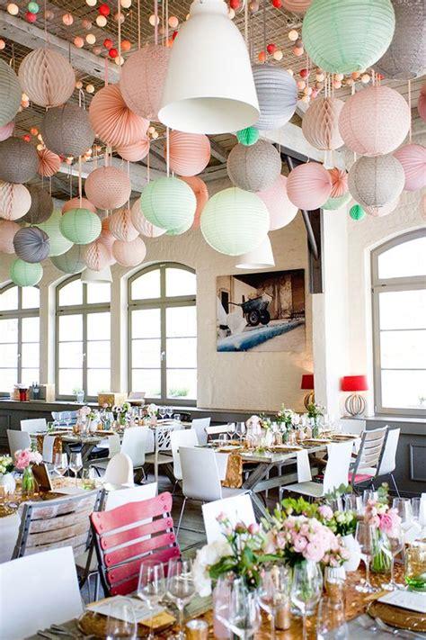 hochzeitslocation dekorieren 5 tipps zum dekorieren mit pompoms wabenb 228 llen