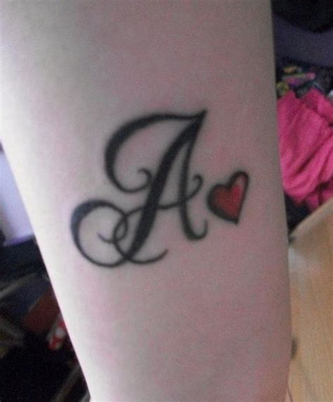 tatuajes de letras entrelazadas vix