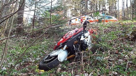 Motorradtouren Zollernalbkreis by Balingen Motorradfahrer Stirbt Bei Unfall Auf Lochenpass