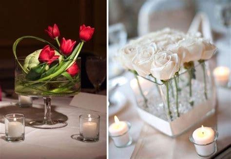 candele con fiori centrotavola di matrimonio con candele e fiori idee per
