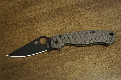 spyderco paramilitary 2 replacement scales paramilitary 2 with titanium scales and acid etched blade