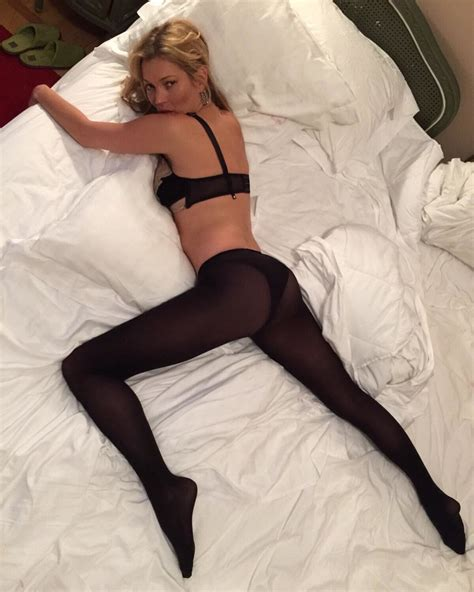 hot bed kate moss sexy bed pose instagram