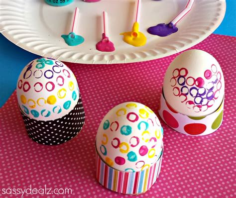 how to decorate eggs decorate easter eggs with straws and paint crafty morning