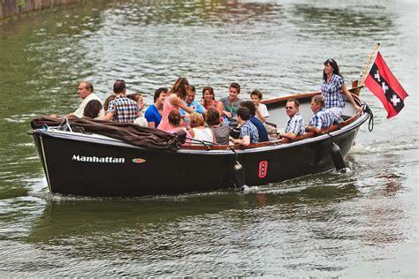 boten en sloepen huur 24 persoons sloep manhattan via boot huren amsterdam