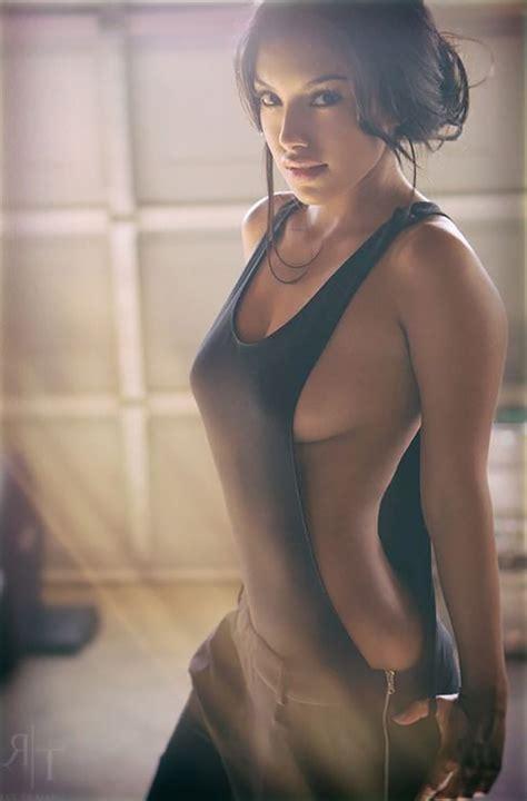top 10 hottest photos of wonder woman gal gadot   buzzzler