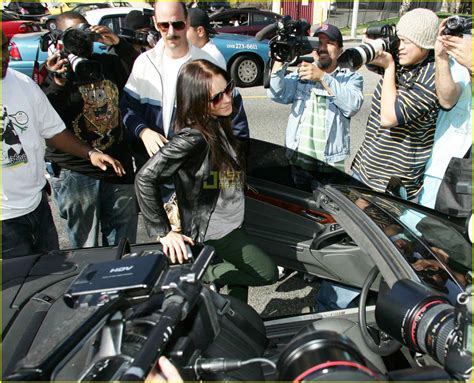 Lohan Leaves Rehab To Attend Aa Meeting Gets Mobbed By Paparazzi by Lindsay Lohan Causes Photo Frenzy Photo 2418860 Lindsay