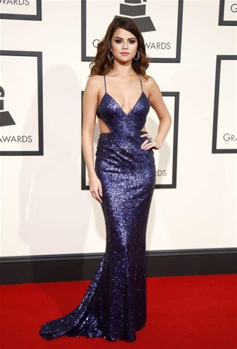 Selena Gomez Saca Su Lado M 225 S Sobre La Alfombra Roja