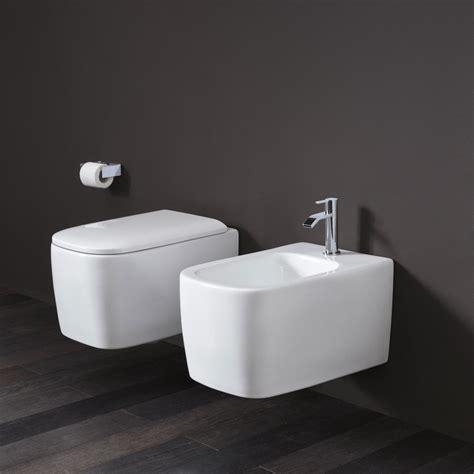 bagno wc wc e bidet semplice sospesi