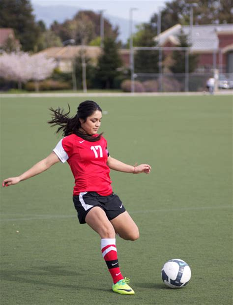 imagenes de mujeres jugando futbol para facebook chicas jugando futbol imagui