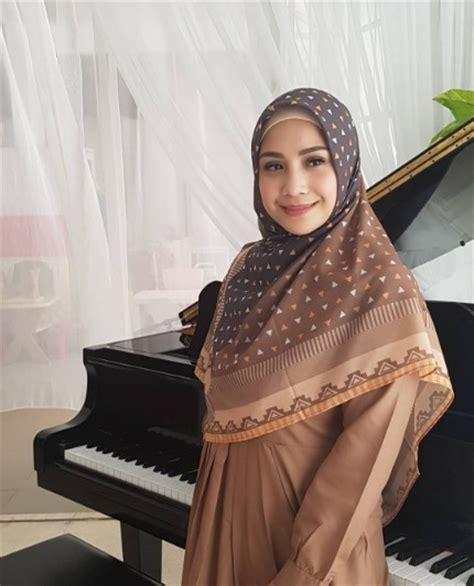 film layar lebar nagita slavina pakai hijab saat promosi produk nagita slavina didoakan