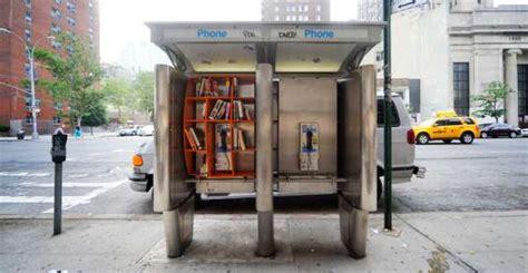 vecchie cabine telefoniche vecchie cabine telefoniche diventano mini librerie per il