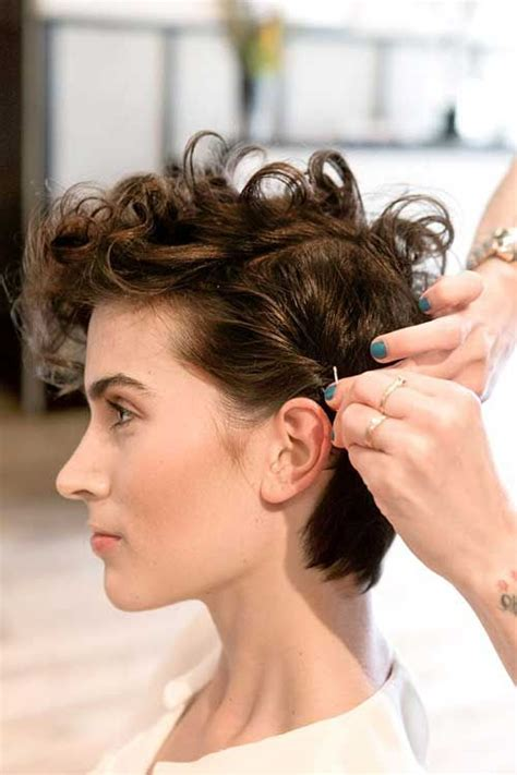 hairshow guide for hair styles best 25 curly pixie haircuts ideas on pinterest curly