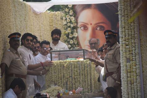 sridevi funeral sridevi s funeral arjun kapoor offers his inconsolable