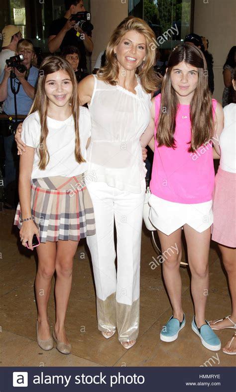 lori loughlin and olivia lori loughlin center with her daughters olivia jade