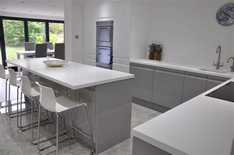 Kitchen Island Worktops Uk by Viseu Handleless Grey Amp White High Gloss Kitchen With