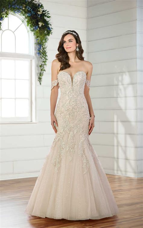 ESSENSE OF AUSTRALIA D2518 FIT AND FLARE WEDDING DRESS