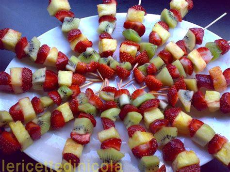 come presentare l ananas a tavola spiedini di frutta lericettedinicola it