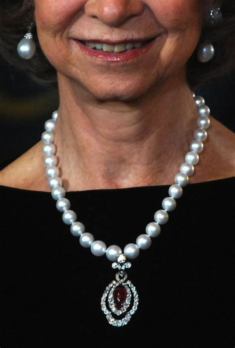 queen sofia  spain wearing  pearl earrings   pearl