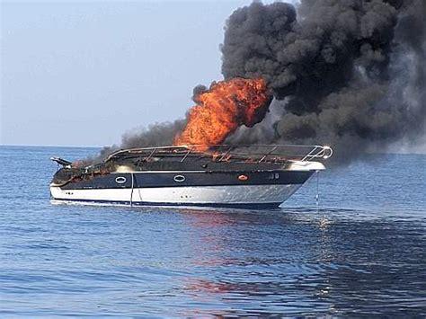 capitaneria di porto santa margherita ligure portofino yacht a fuoco su guardia costiera