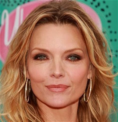michelle pfieffer biography net worth quotes wiki michelle pfeiffer wiki husband divorce young and net worth