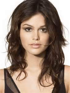 hair styles for thinning frizzy hair layered curly haircuts