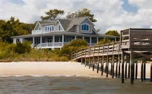 Floor And Decor Ga Emily Thorne S Beach House In The Hamptons On Quot Revenge Quot