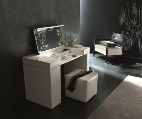 Charmant Coiffeuse Meuble Fly #1: 1-coiffeuse-meuble-fly-dans-la-chambre-a-coucher-moderne-et-tabouret-blanc.jpg