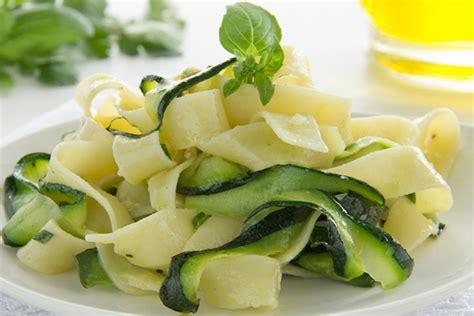 zucchine cucinare ricette con le zucchine ortaggi deliziosi cuciono in