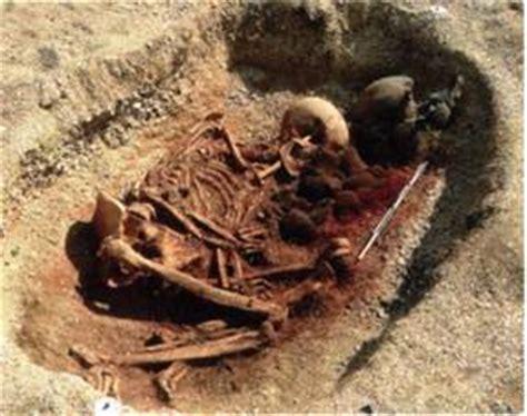 image hutte préhistorique el quinto hombre