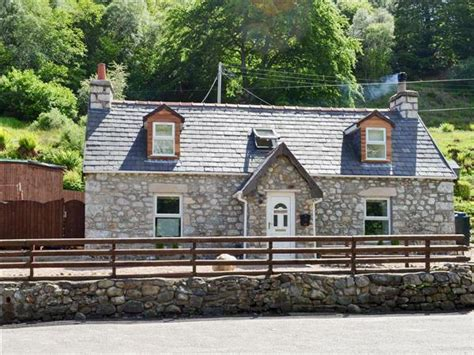 Distillery Cottages Fort William by Woodend Ref Uk5439 In Fort William Highlands Pet