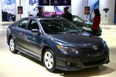 2010 toyota camry fuel economy increased to 33 mpg