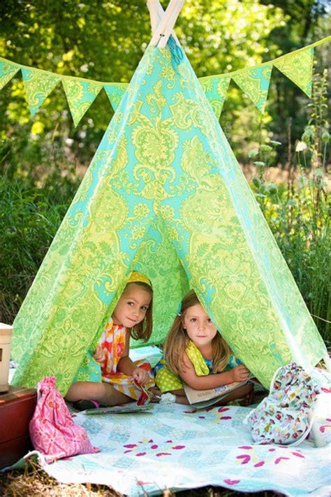 Räucheröfen Selber Bauen by Niedliches Tipi Indianer Zelt Im Spielraum Ihrer Kinder