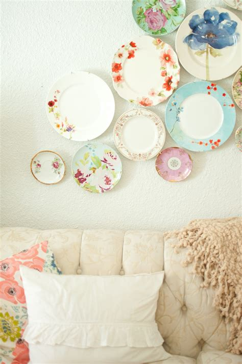 Decorating With Plates by Domestic Fashionista Decorating With Plates