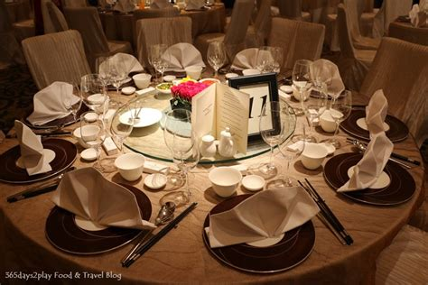 to play at the dinner table wedding dinner table setting table flower restaurant