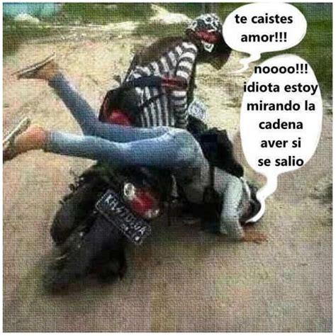 memes graciosos de cuando alguien se cae de una moto