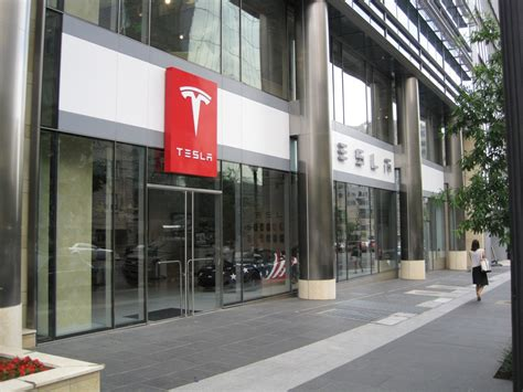 Tesla Car Dealership Tesla Motors Dealership In Downtown D C Focuses On