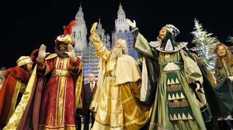 fotos reyes magos en persona los reyes magos llenan de ilusi 243 n las calles de galicia