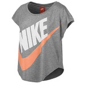 Nike signal loose t shirt women s casual clothing action red