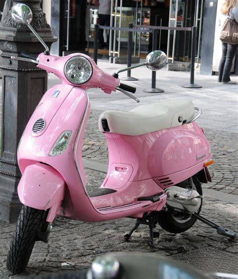 Wallpaper Vespa Pink | pink vespa scooter