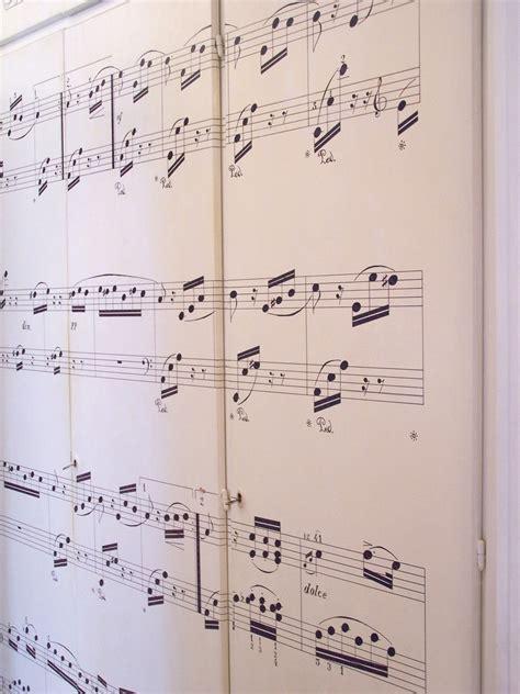 armadi di seconda mano armadio con spartito musicale cose di casa
