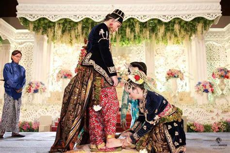 Wedding Pernikahan Adat Jawa by Upacara Panggih Dalam Pernikahan Adat Jawa Warna