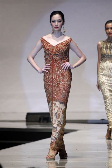Batik Kebaya Sarimbit Savana Prada Modern Pekalongan designers show their best at world batik summit daily